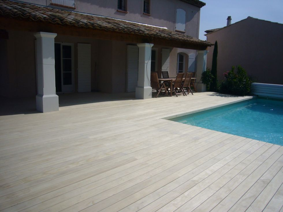 cr ation d 39 une terrasse en bois sur plots mallemort ambiance terrasse. Black Bedroom Furniture Sets. Home Design Ideas