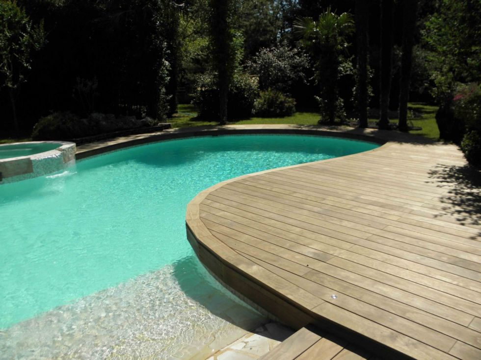 r aliser un deck en bois de piscine sur aix en provence dans la bouches du rh ne 13 ambiance. Black Bedroom Furniture Sets. Home Design Ideas