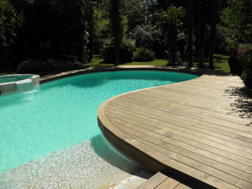 plage contour de piscine en bois carry le rouet ambiance terrasse. Black Bedroom Furniture Sets. Home Design Ideas