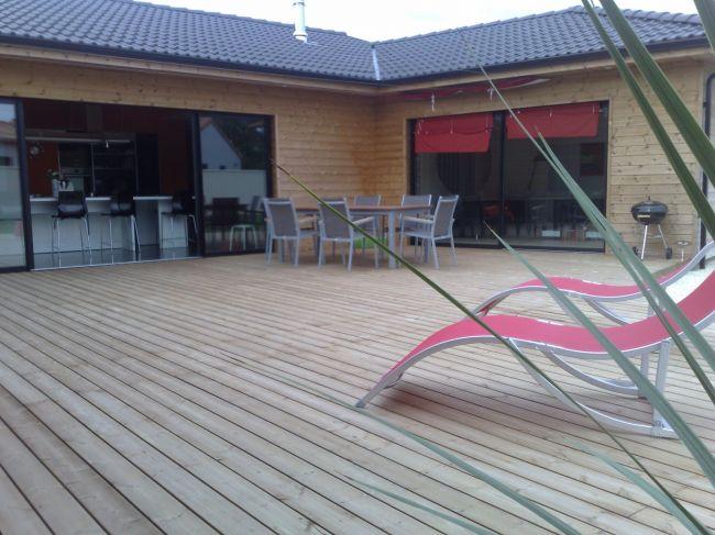 r alisation d 39 un plage de piscine en bois pour maison contemporaine aix en provence bouches du. Black Bedroom Furniture Sets. Home Design Ideas