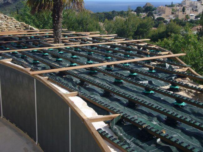 R alisation de terrasses en bois sur poteaux vers arles for Construction piscine bois