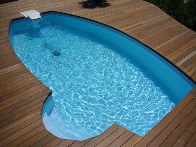 Construction d 39 une plage de piscine en bois sur la c te for Construction piscine en bois